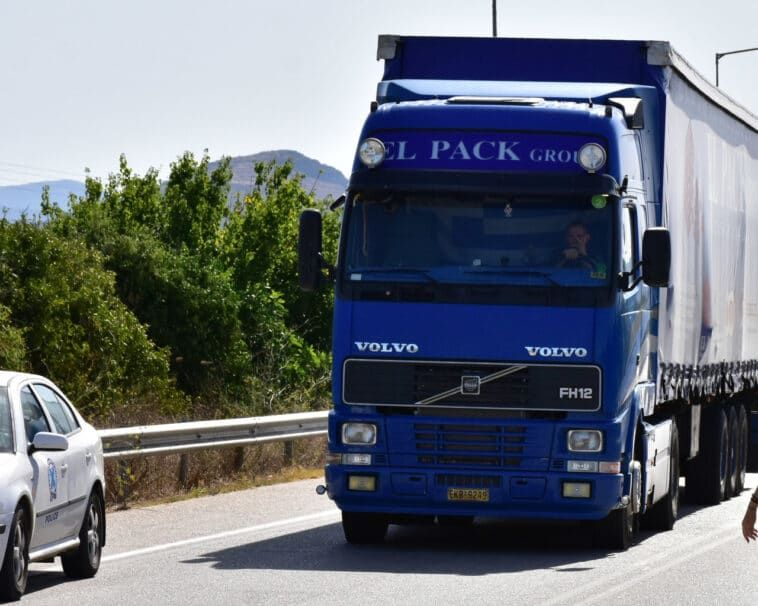 31 παραβάσεις από ελέγχους της Τροχαίας σε βαρέα οχήματα