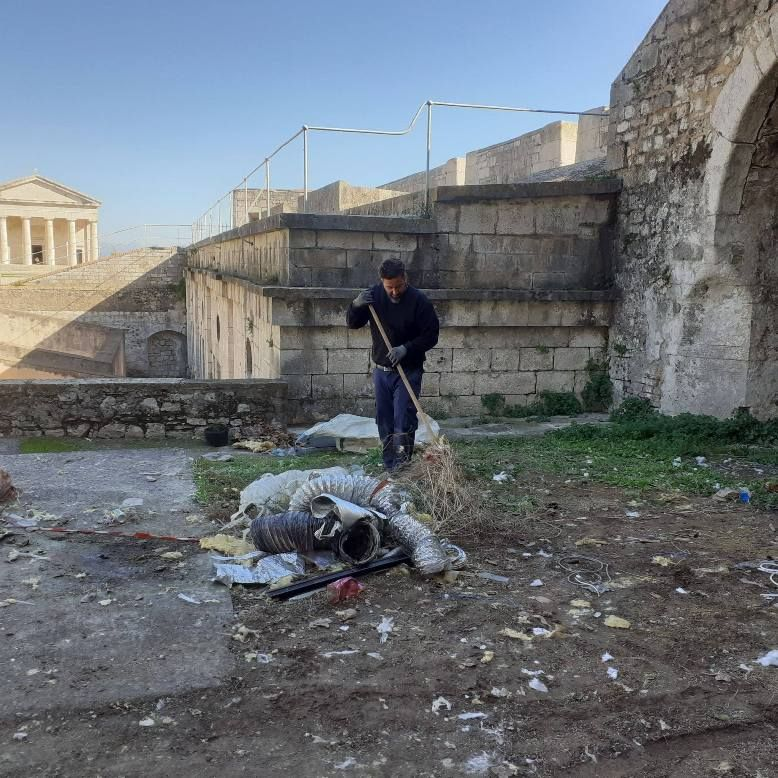 Clean-up at the Old Fortress - bulky waste from Public Library removed