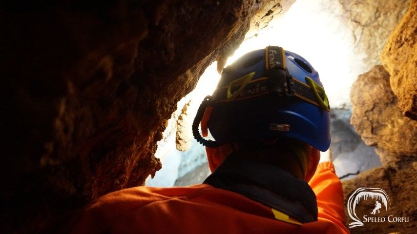 Dutch speleologist and caver René van Vliet discovers an unexplored chamber in Platesgourna cave!