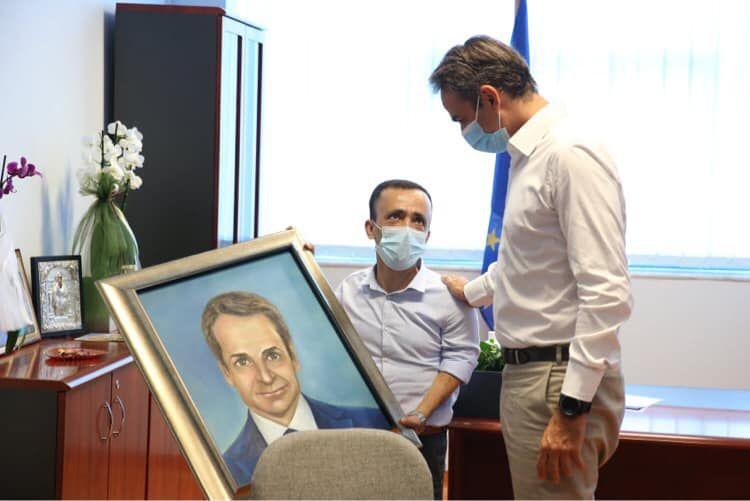 Η επίσκεψη του Πρωθυπουργού στο Νοσοκομείο Κέρκυρας και το δώρο του Διοικητή Λ. Ρουμπάτη