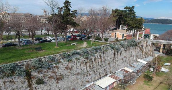 Αλ. Αυλωνίτης για αυθαίρετες κατασκευές εντός της τάφρου του Παλαιού Φρουρίου