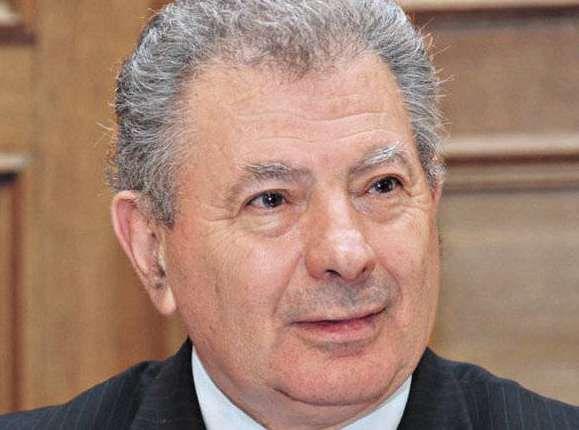 Αναζητείται ο πρ. υπουργός Σήφης Βαλυράκης στα νερά του Ευβοϊκού κόλπου