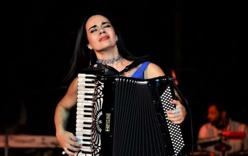 Συναυλία «200 χρόνια» με τη Ζωή Τηγανούρια στην Πόρτα Σινιών